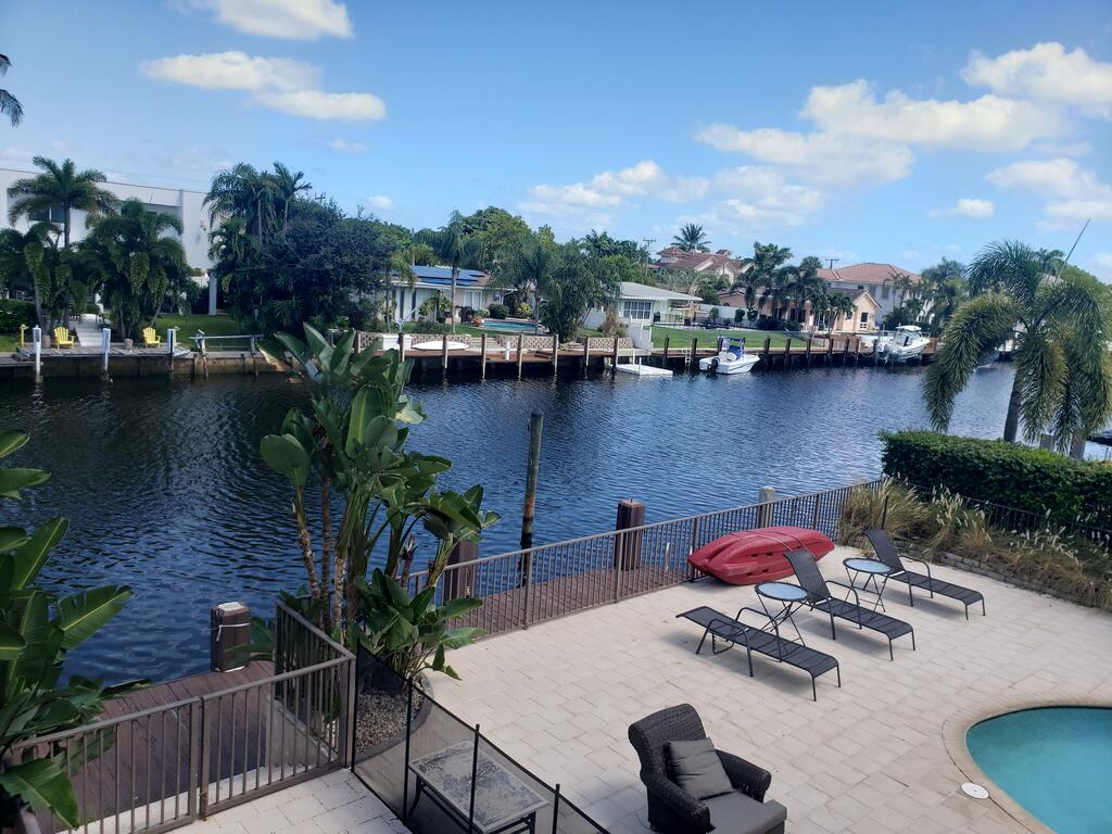 Waterfront home Private Pool Dock Ocean access close to the beach